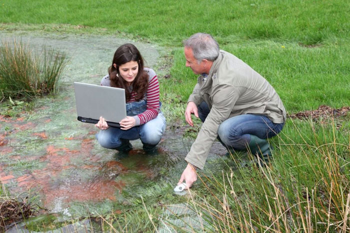 экологи с ноутбуком
